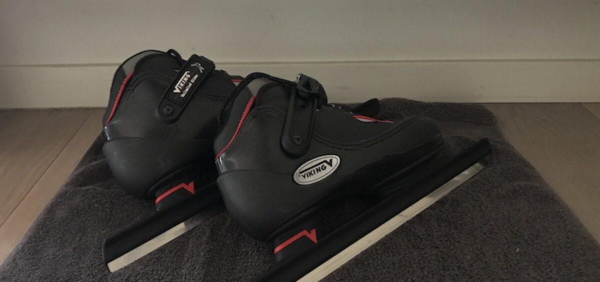 het opbergen van schaatsen